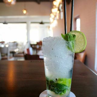 Mojito mania is a real thing. Join us this weekend to celebrate with a delicious MOJITO! Our OnFire grill menu is available for lunch and dinner this whole weekend. Plus we'll be screening all the sport your heart desires on our HD TVs. ⚽️ 🖥 🏉 🍔 🍻#FridayParty #CheersToTheWeekend #mojito #friday #worldcup2018 #rugby4life #sportlife #dinnerideas #capetownvibes #peddlars #constantiavalley