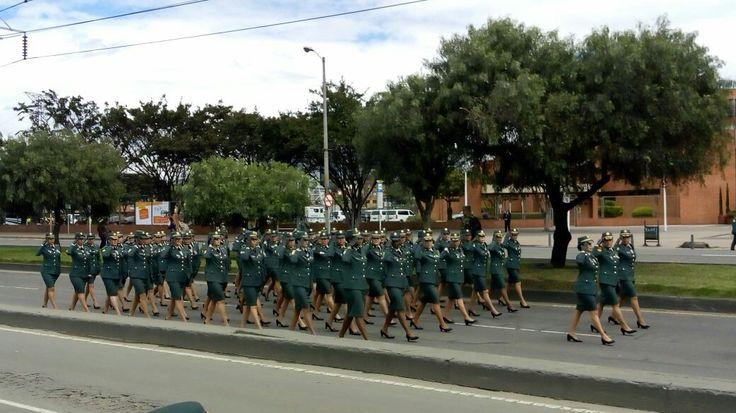 9) Escuela Militar De Cadetes General José María Córdova. El 1 de Junio de 1907 inicio sus labores como escuela de Cadetes de Colombia. Desfile Femenino.
