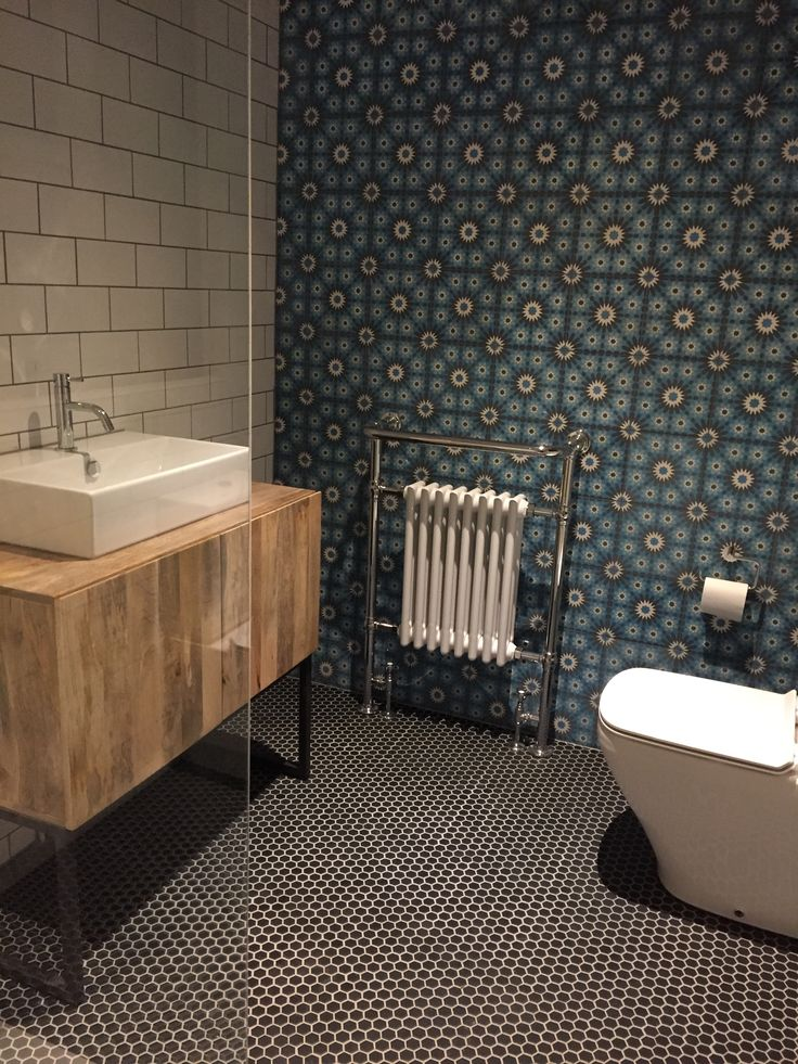Ensuite bathroom with Moroccan tiled wall
