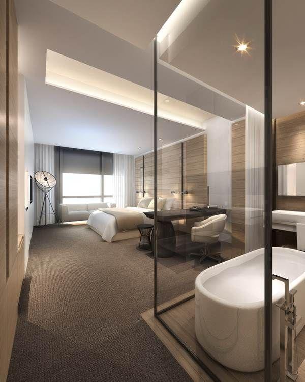 Baño en suite con paredes de cristal