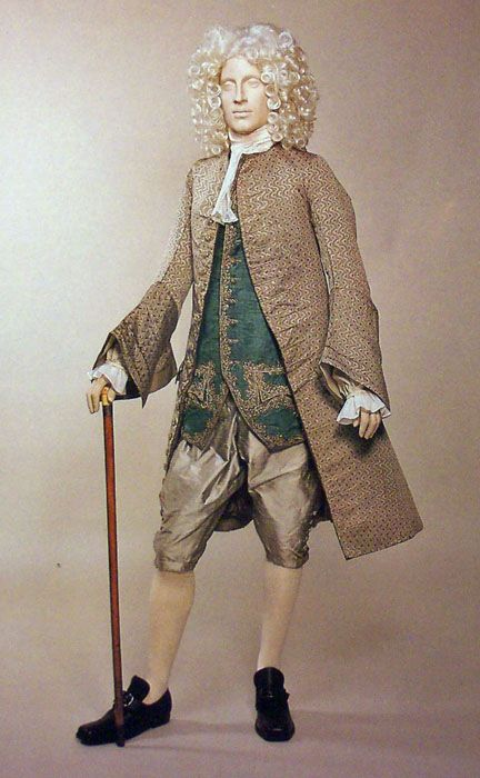 Early Eighteenth Century Fashion | suit from the 1720'/30's, notice the full breeches and the full ...