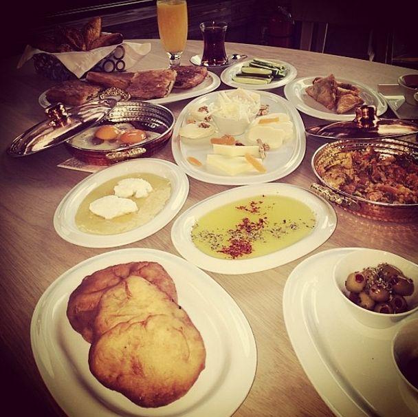 Kiva'da bir Perşembe kahvaltısı...   #kiva #kivaankara #ankara #turkey #turkiye #yoreseltatlar #yoreselyemekler #anadoluyemekleri #anadolu #anatolia #ankararestaurant #turkishrestaurant #turkrestaurant #breakfast #kahvalti #thursday #persembe