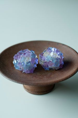 A very pretty traditional Japanese pastry (aka Wagashi) called the 'Hydrangea' (紫陽花 あじさい). Crystal-colored jellies enclose around a Gyūhi (求肥) center, made to invoke the image of the said flower which blooms during the Japanese season of rain. Gyūhi is a softer variety of mochi (餅), & both are made from either glutinous rice or from mochiko (餅粉), which is glutinous rice flour.
