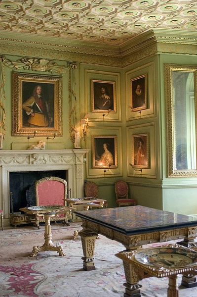 The Green Drawing Room in Warwick Castle (Richard A. Higgins Photography). Green is my favourite colour, opulance is my favoutire shade.