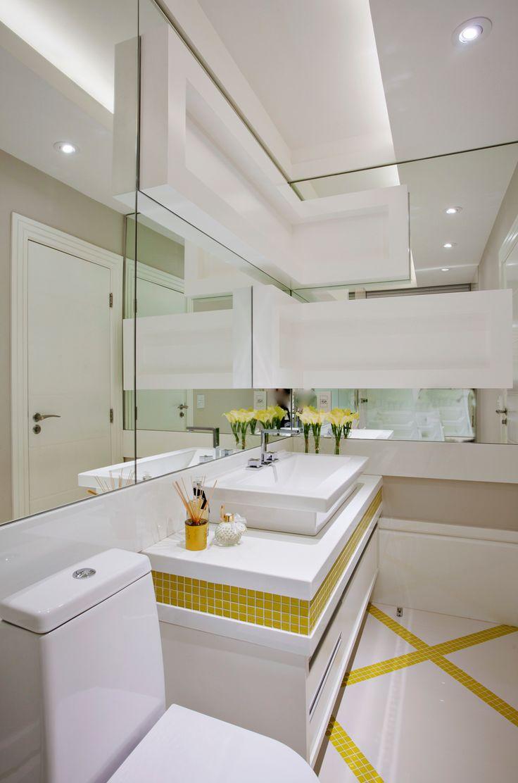 Banheiro, Pastilhas, Branco, Amarelo, Porcelanato, Nichos, Espelhos