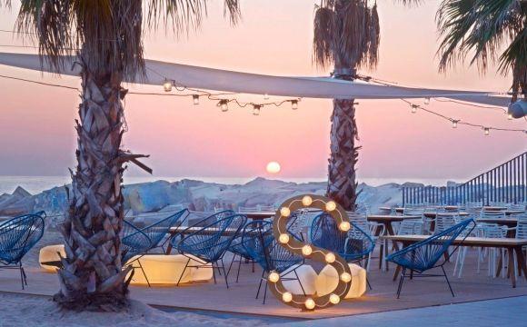 Les 10 plus beaux bars sur la plage - Salt beach club à Barcelone