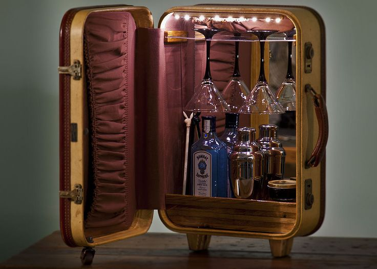 A 1950u0027s Era Suitcase Repurposed Into A Tabletop Martini Bar