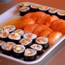 Sushi z awokado i z serkiem śmietankowym - http://allrecipes.pl/przepis/6879/sushi-z-awokado-i-z-serkiem--mietankowym.aspx - Allrecipes.pl