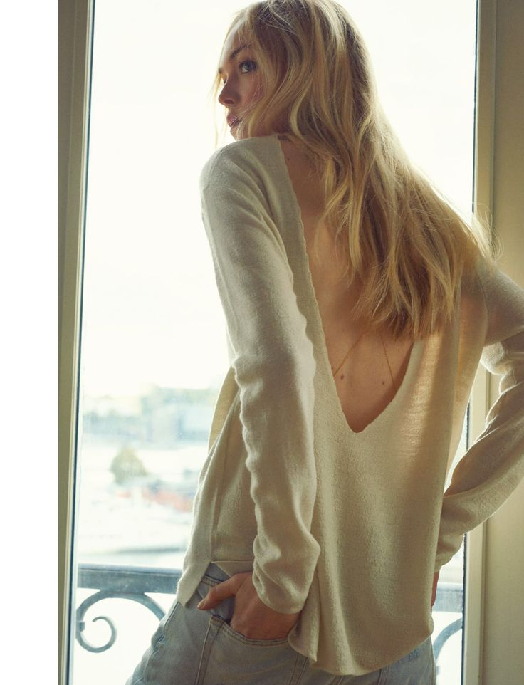 Winter might need to chill. We wanna show some skin. Samsøe & Samsøe Booker blouse.