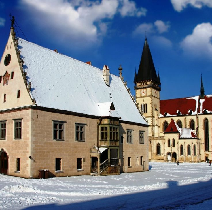 #Bardejov  - a small but exceptionally complete and well-preserved example of a fortified medieval town.  Among other remarkable features, it also contains a small Jewish quarter around a fine 18th-century synagogue. #Slovakia #UNESCO #medieval