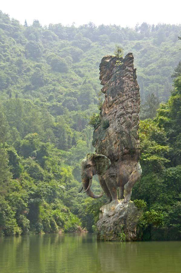 Impresionante escultura de la roca del elefante, India