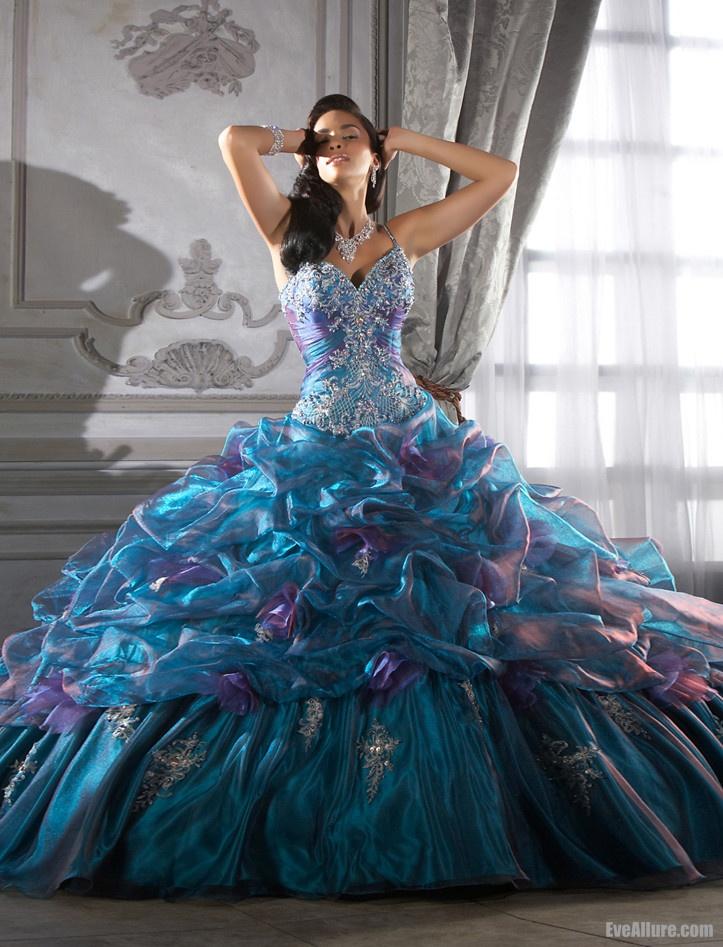 17 Best images about Extravagant Dresses on Pinterest | Cinderella ...