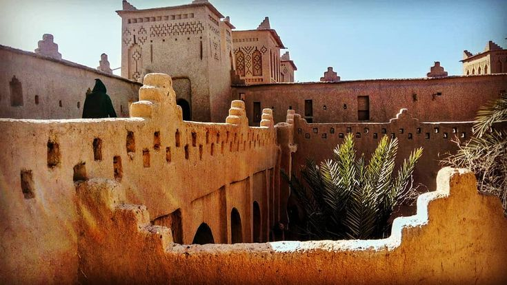 Taking a closer look at the unique architectural design of the Moroccan Kasbahs...  http://www.morocco-objectif.com/  #moroccoobjectif #kasbah  #architecture #culture #traditions #africa #beauty #amazingplaces #detailshot #nomad #berber #amazigh #maghreb #travel #travelgram #instatravel #instapassport #traveler #morocco #maroc #marruecos #marokko #marrocos  Desert trips from Casablanca  Tours around Morocco