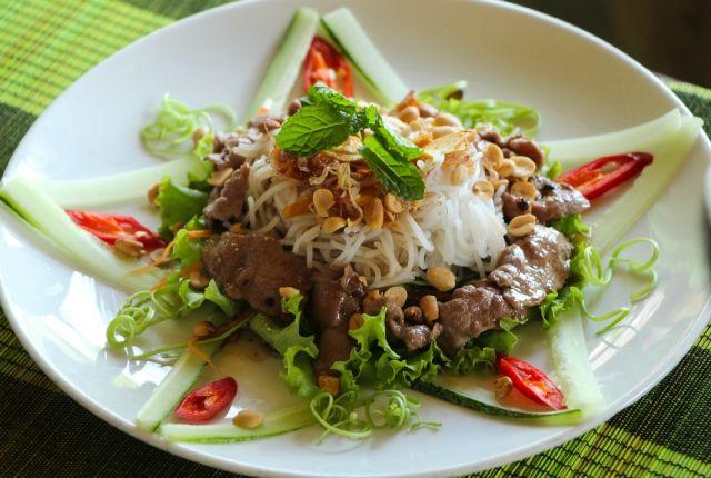 Cocinando en Vietnam (Parte II): Ensalada de Beef Vermicelli (Bun Bo Nam Bo) - El Sabor de lo Bueno