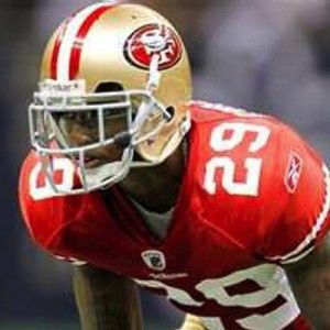 San Francisco 49ers player Chris Culliver, has apologised for an interview during which he said gay players were not welcome on the team.