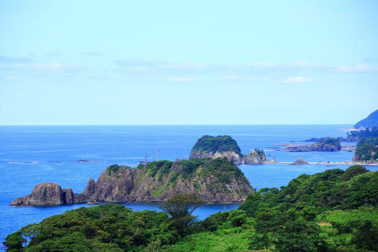青い海と青い空の広がった海の京都の丹後松島