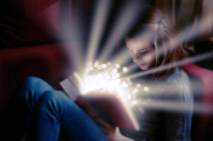 Am o istorie foarte tumultoasă cu cărțile. Mai exact, o relație plină de aventură, capă și spadă și ce mai vreți voi între mine, mama și cărțile mele. De ce spun asta? vă explic imediat cum decurgeau lucrurile între noi trei. Mama-bufniță în patrulă prin casă După școală veneam acasă, căutam printre cărțile din biblioteca fraților mei o carte care îmi făcea cu ochiul și apoi mă așezam cu burta pe…pat și nu mai lăsam cartea din mână până nu o terminam. De multe ori asta însemna că bufnița de…
