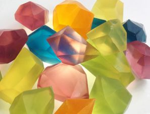 Homemade holiday #gifts kids can make: Glycerine Soap Gems