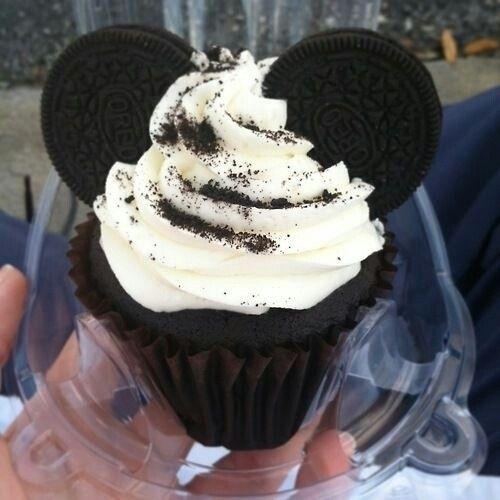 Oreo and vanilla cupcake
