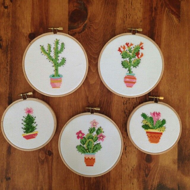Cactus cross stitch - http://houseofmiranda.tumblr.com/post/109778695707/first-thing-ive-made-for-myself-in-years-i-love