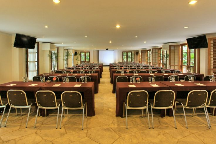 kriya MEETING ROOM    -  Dimension: 22.5 m x 10.5 m    -  Air Conditioned Meeting Room    -  Private Dining facilities Room capacity Ideal Max Classroom 96 120 Theatre 256 288 Double U-Shape 92 116