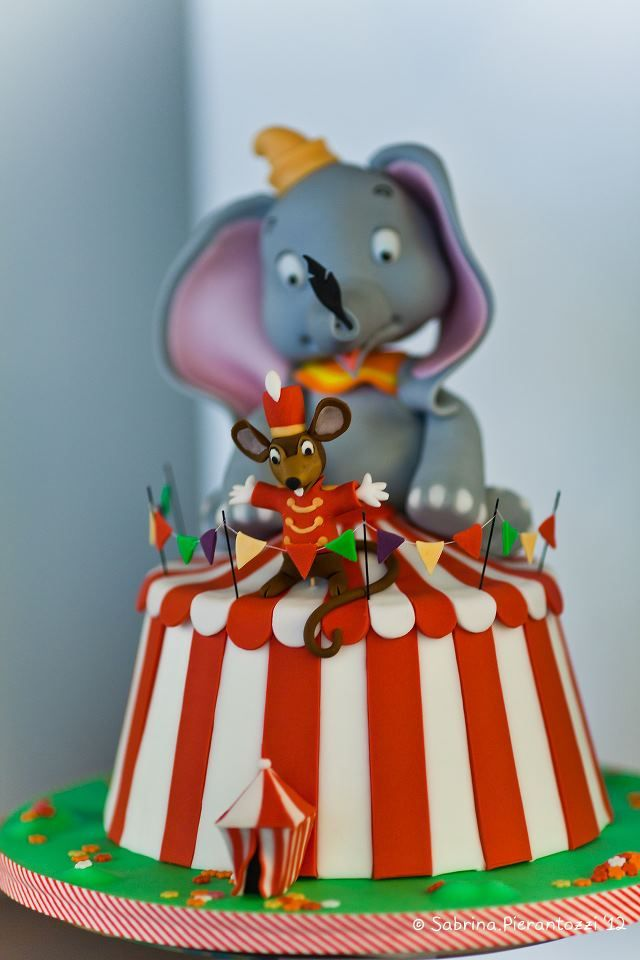 Incredible #Disney Dumbo #Cake Just amazing! Totally awesome! We love and had to share! Great #CakeDecorating