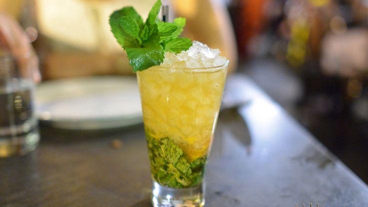 Mint Julep cocktail: la ricetta originale americana del cocktail al whiskey http://winedharma.com/it/dharmag/aprile-2015/mint-julep-la-ricetta-originale-gli-ingredienti-e-la-storia-del-mitico-cocktail-