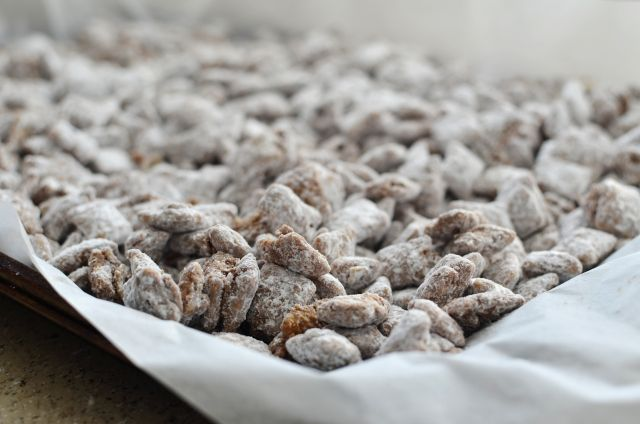 Chocolate and Peanut Butter Muddy Buddies - the perfect snack #lmldfood