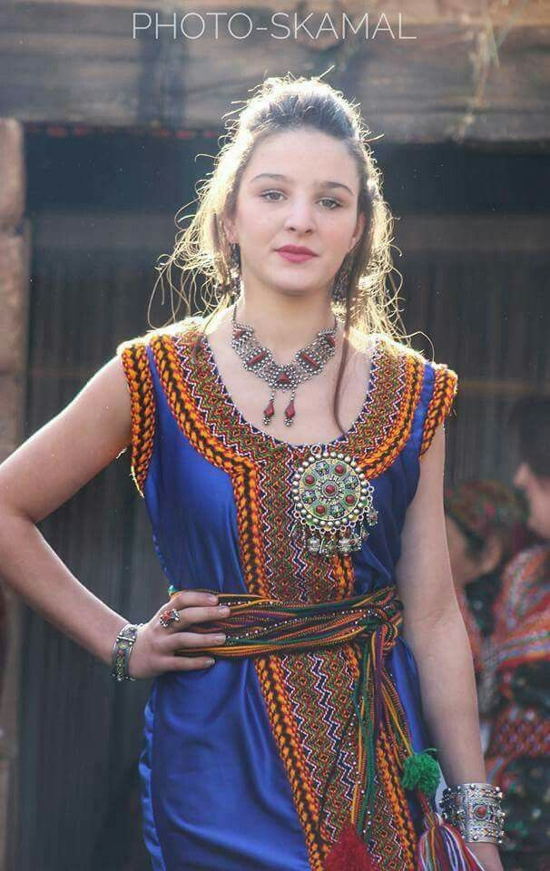 Une belle robe kabyle d\u0027un bleu royal comme je l\u0027aime