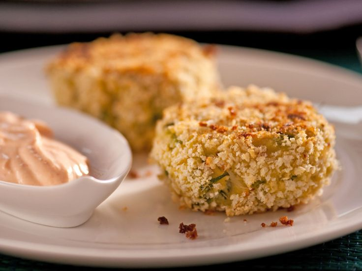 Crab Cakes with Spicy Cream : Ellie's oven-baked crab cakes are crisp on the outside and full of fresh crabmeat within. They're delicious with her tangy, spicy sauce made with Greek yogurt and a touch of mayo.