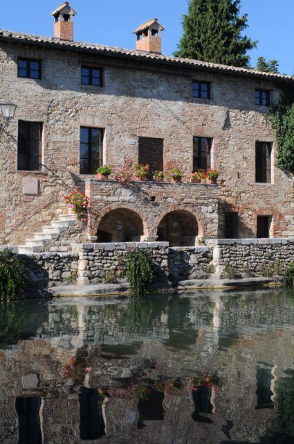 古代ローマ時代から続く温泉「バーニョ・ヴィニョーニ」。サン・キリコ・ドルチャの見所まとめ。