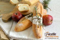 Le baguette sono dei filoncini di origine francese molto diffuse anche in Italia. Con questa ricetta potrete prepararle in casa in modo facile e veloce. Procedimento Se impastate a mano o con l'impastatrice, versate in una ciotola o nella planetaria la farina mescolata al lievito e l'acqua. Amalgamate (o azionate l'impastatrice al livello più basso […]