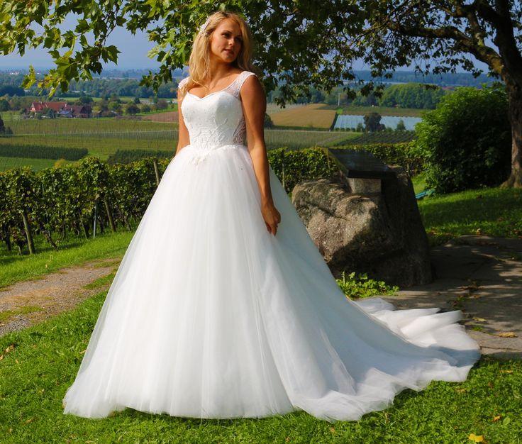 ♕ Traumhaft schönes Brautkleid ♕  ❦❦❦  aufwendige Handarbeit aus hochwertigen Stoffen! Spitzen Qualität!   ❦❦❦ Das Kleid ist ein Unikat!  ❦❦❦ Mit hochwertigen eingearbeiteten Corsage.