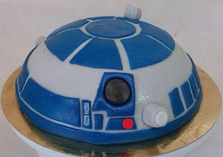R2D2 cake.