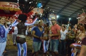 01/01/2013 Au Brésil, le rythme s'accélère pour les danseurs dunkerquois   (le phare dunkerquois)#dunkerque #mocidadeunidadagloria #samba #vitoria #carnaval #mocidadedk #communauteurbainededunkerque #danse