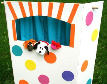 Foldable kids puppet theatre made with a display board, dowel and pillow cases!  Decorate any way you want.