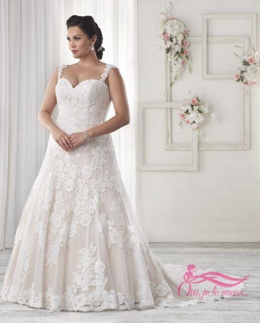 Robe recouverte de dentelle avec une taille ajustée et un bustier en coeur. Ornée de magnifiques petites bretelles romantiques et d'une fermeture à lacet au dos. Une traine chapelle complète le look.  #weddingdress #lace #bonnybridal