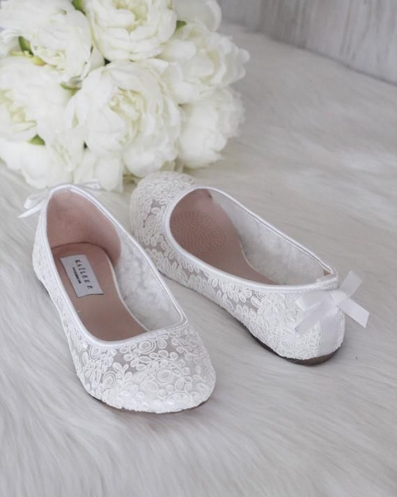 White Crochet Lace Flats With Back Dainty Bow Bridal Shoes Etsy In 2020 White Bridal Shoes Bridesmaid Shoes Womens Wedding Shoes