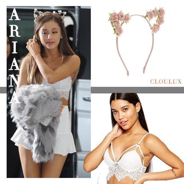 Ariana Grande trägt eine süße Kombi in weiß aus Rock mit gerüschtem Saum und einem Bustier-Top mit Spitze. Dazu ihre Signature Katzenohren-Haarreif!