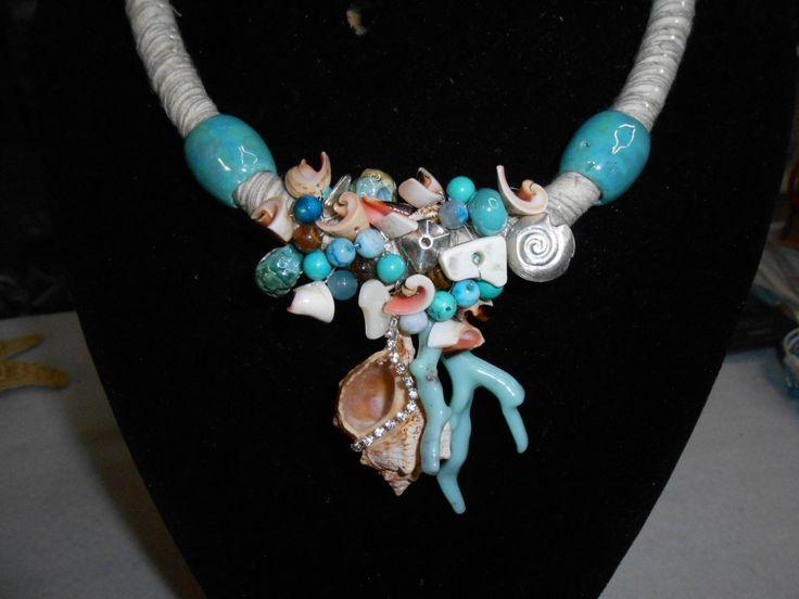 collana di conchiglie vere e perle di agata e turchese