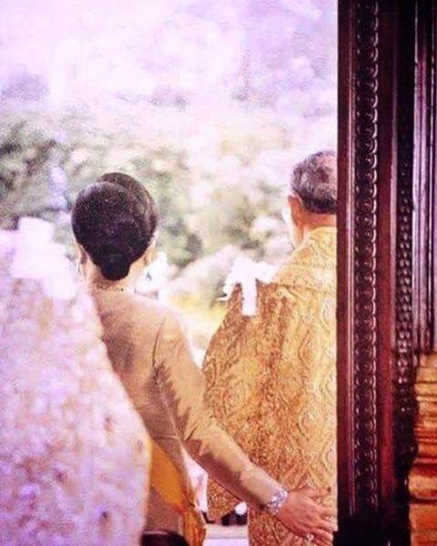 From here to eternity . . .  It's been 30 days since the passing of our beloved king Bhumibol.  #kingbhumibol  #kingbhumiboladulyadej  #queensirikit  #เรารักในหลวง  #ขอเป็นข้ารองพระบาททุกชาติไป  #ธสถิตย์ในดวงใจไทยนิรันดร์