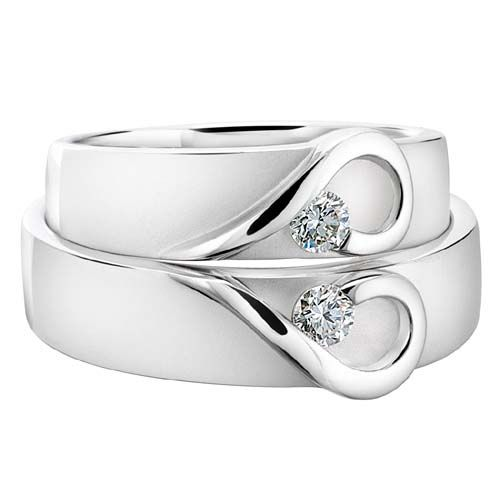 a couples heart wedding band there are many couples out there who would like to wear matching wedding bands here is an example of a beautiful set - Cute Wedding Rings