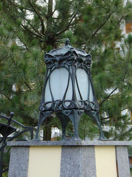 Садовые фонари. Фонарь на ножках