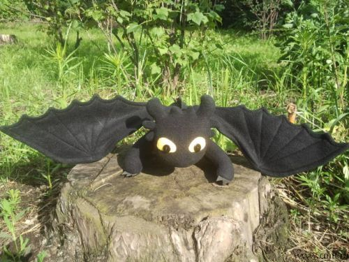 Прекрасный Беззубик-Ночная фурия, умный и верный дракон