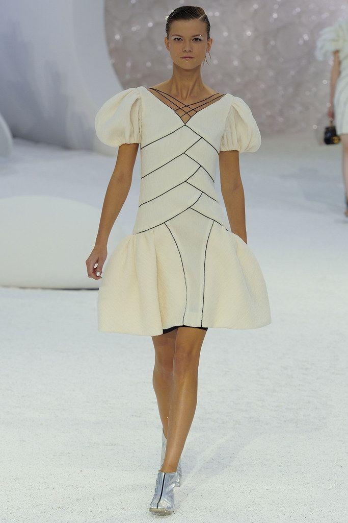 Chanel Spring 2012 Ready-to-Wear Fashion Show - Kasia Struss (Women)