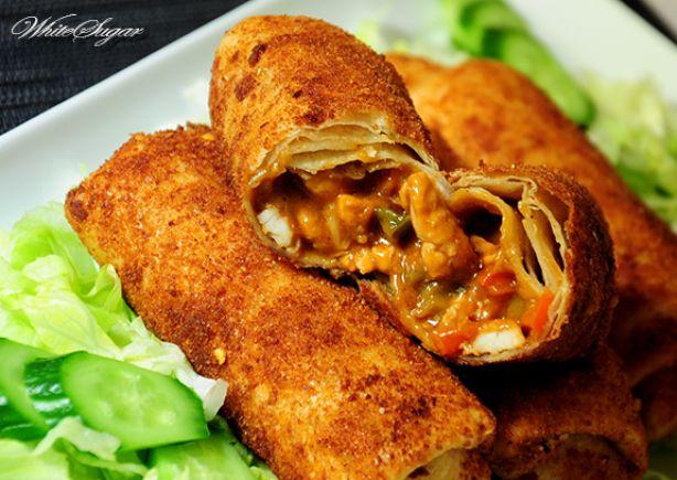 Onwijs lekker! Recept van gepaneerde tortilla's met kipsate vulling | also possible with different fillings