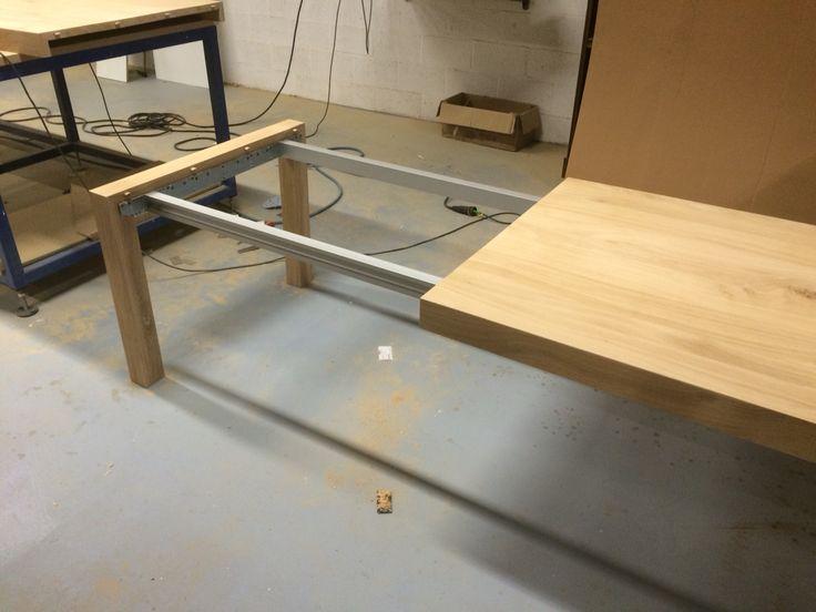 Eiken tafel vast maken van uitschuifbare poot op rail biwood werk pinterest - Uitschuifbare kast ...