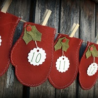 Adorable Christmas garland! Would be a great advent calendar for those with more than one child- mittens will hold a lot more than the normal advent calendar.