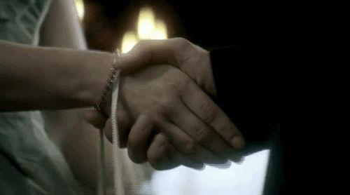 """""""Prendo anch'io le sue mani nelle mie nelle mie e, con la coda dell'occhio, vedo quel """"barbaro prepotente"""" perdere la pazienza.""""© #IlPattoDelMarchese - Giovanna Roma #Regency #LordRussell #LadyAnnabelle"""