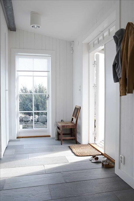 Hallen som är en utbyggnad från det ursprungliga missionshuset, har fått golv från norska Oppdal sk...
